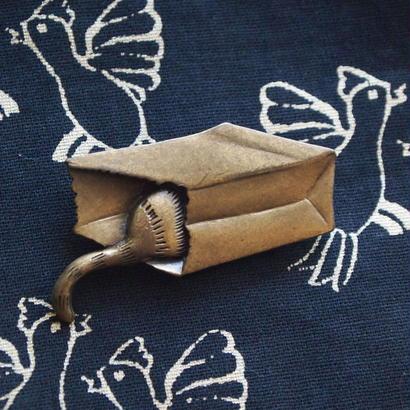 JJ ヴィンテージブローチ 猫と紙袋