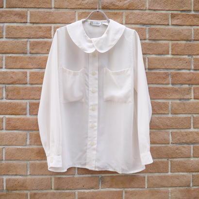 Round collar blouse