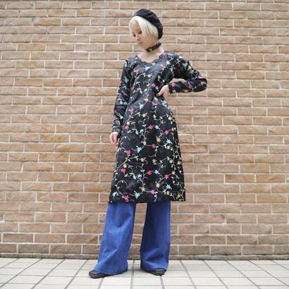 Embroidery side slit dress