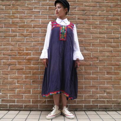 No-sleeve embroidery dress