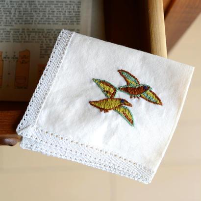 鳥の刺繍のハンカチーフ