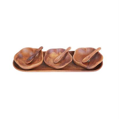 アカシアウッドプレートセット。花型の小鉢とスプーン、トレイの3名用セット。Wooden Oval Tray Flower Shaped And Spoon Set。20027
