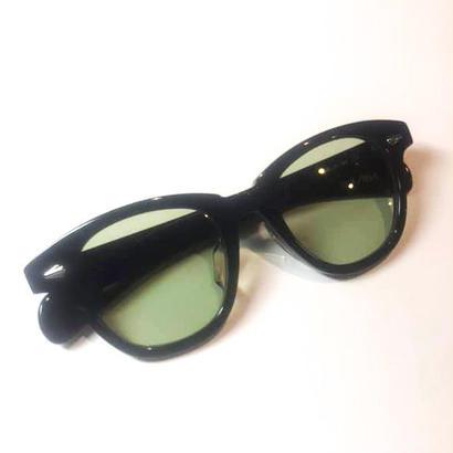 恋するサングラス      ブラックフレーム  レンズ:グリーン