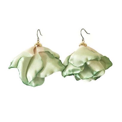 フラワーピアス/cabbage green(イヤリングに変更可)
