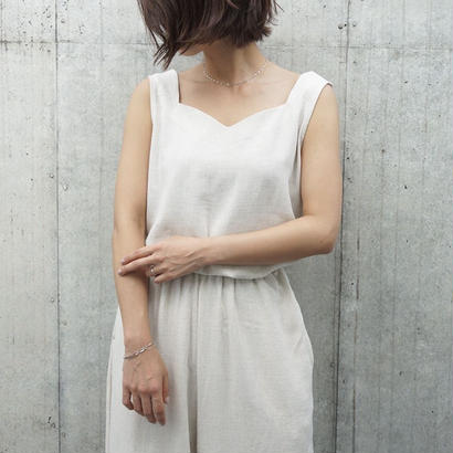 SLEEVELESS LINEN TOPS