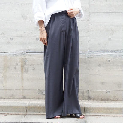 TACK IN LOOSE WIDE PANTS