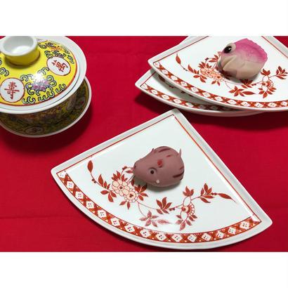 【香港☆粵東磁廠】(紅)手書きの素敵なfan dish・4枚で圓になります  / Yuet Tung China Works