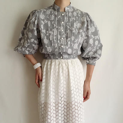 Gray × White Flower pattern short blouse