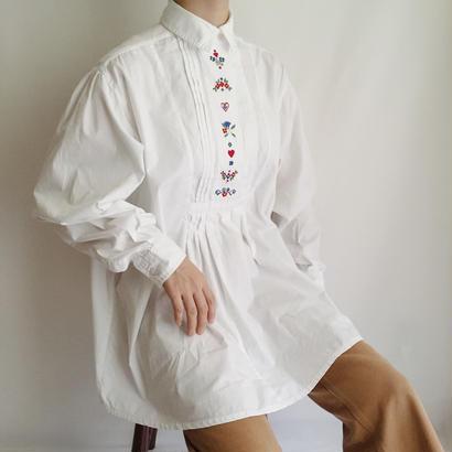 Euro Vintage Flower Embroidery Pleats Shirt