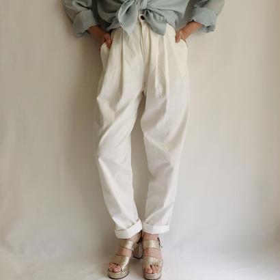 Euro Vintage White 2tuck tapered pants