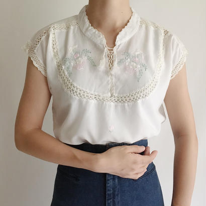 White Flower Embroidery Blouse