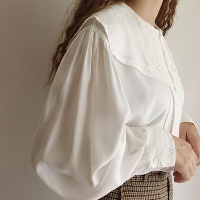 Puritan Collar Pleats Design Blouse