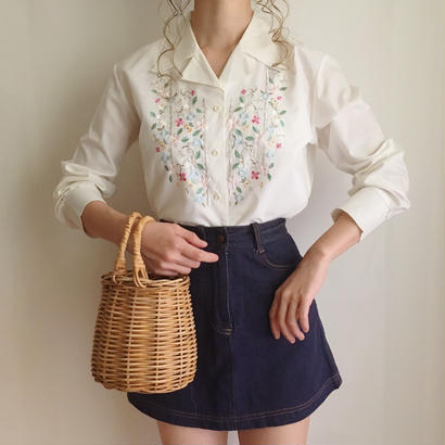 opencollar flower embroidery blouse