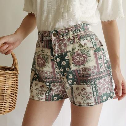 Canada Flower Print Short Pants