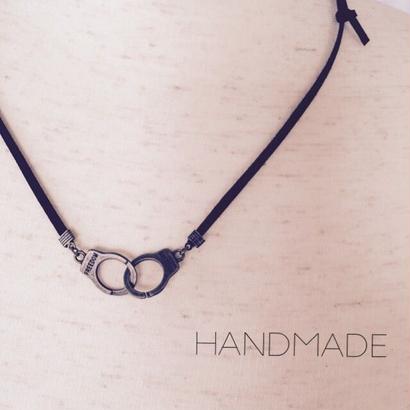 手錠のネックレス
