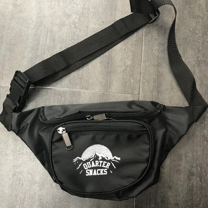 QUARTERSNACKS PARTY SATCHEL BLACK