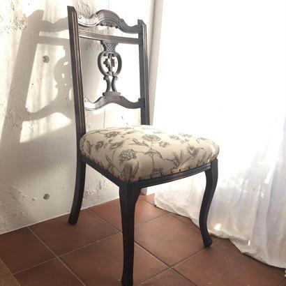 フレンチアンティークの椅子