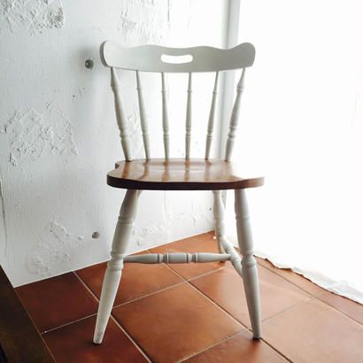ホワイトプレッツェルの椅子