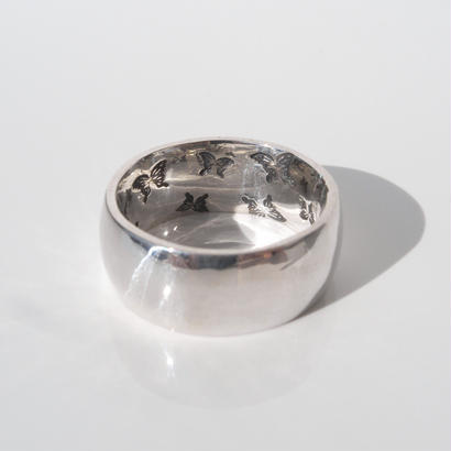 蝶の舞う指輪 | medium