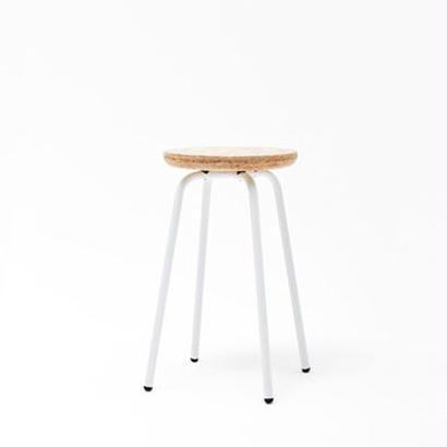 [chii]小ぶりな丸い座面のスツール