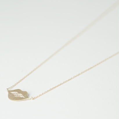 talkative mouth necklace with diamonds