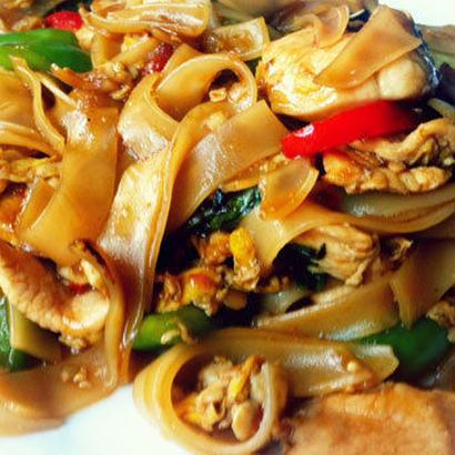 【12月2日(日)12時30分〜開催】Farrah's Thai Kitchenの本格タイ料理レッスン|パッキーマオ(辛い太麺焼きそば)とトムカーガイ(ココナッツと鶏肉のスープ)