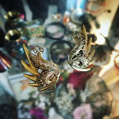 Vintage earring「羽葉にラインストーン」