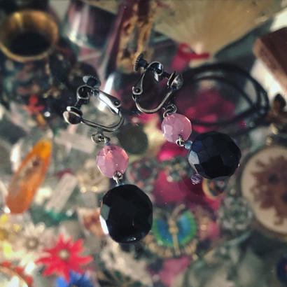 earring / pierce「黒とピンクのアンティークビーズ」