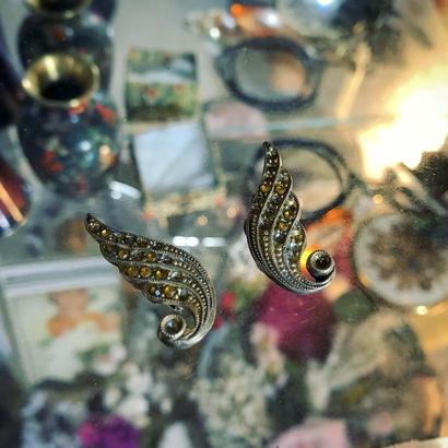 Vintage earring「羽にまばらラインストーン」