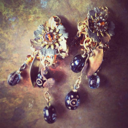 Vintage Earring  時計草のような