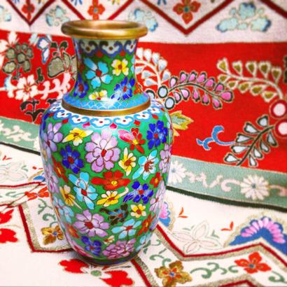 Vintage Cloisonne「七宝焼、緑地に色とりどりの花模」
