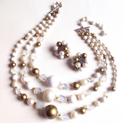 Vintage Necklace & Earring Set  金・白・透明・真珠の色