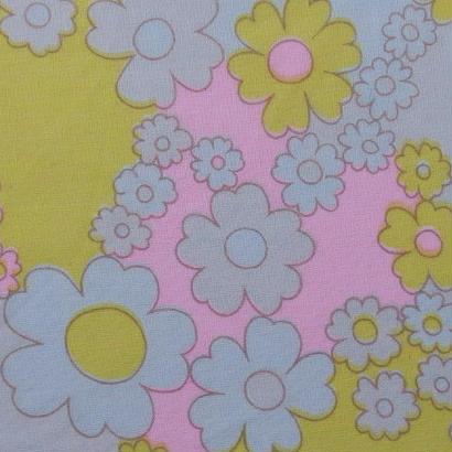 #002 レトロな桜色の花たち柄