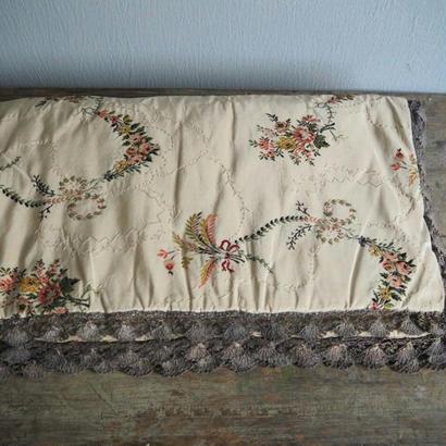 フィルダルジャンと刺繍のマルチカバー