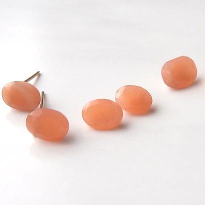 SAVONピアス 濃オレンジムーンストーン