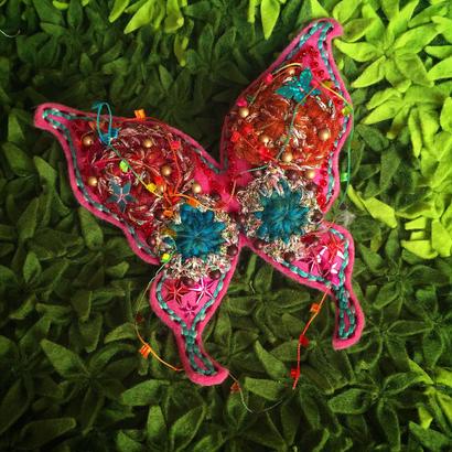 BIG蝶々ブローチ〈ピンク〉