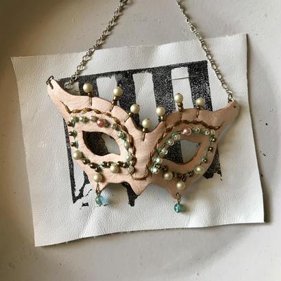 仮面ネックレス〈ベビーピンク〉