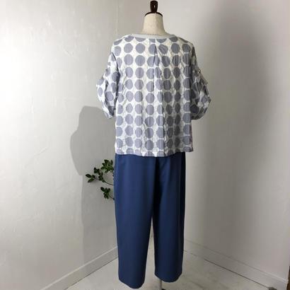isato  袖タブ付きプルオーバーブラウス  (off×gray)