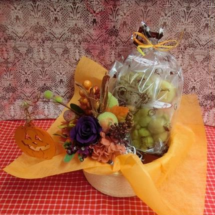 実りの秋をイメージして作ったプリザーブドフラワーアレンジと秋の焼き菓子8袋ギフトセット  のコピー
