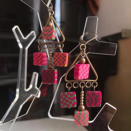 ピンク格子ピアス