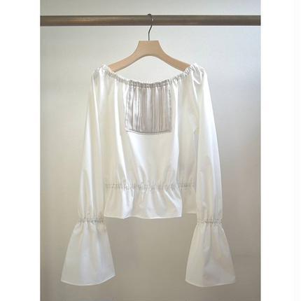 square panel off‐shoulder blouse WHITE×GREGE