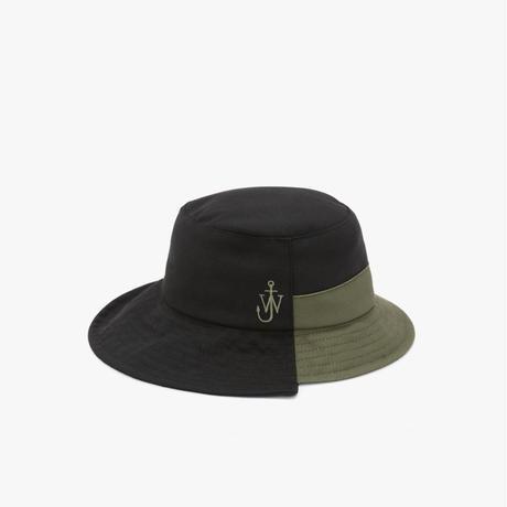 JW ANDERSON / ASYMMETRIC BUCKET HAT / BLACK x KHAKI