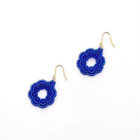 小さなお花のピアス BLUE