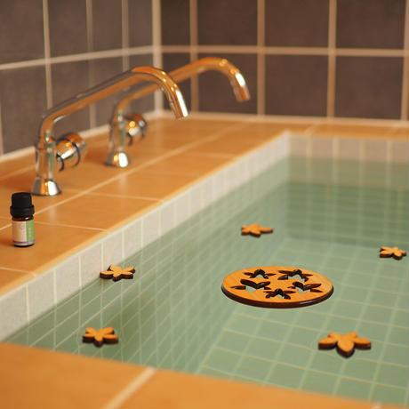 一十八日 お風呂の木バスアロマ「紅葉」+エッセンシャルオイル「ひのき」