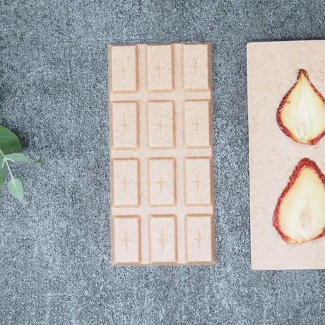 ドライいちごのチョコレートタブレット