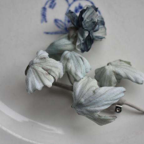 花鳥図の青い花