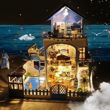 ドールハウス ミニチュア 手作りキットセット  北欧風 別荘 リゾート 三階建て  LEDライト付属 専用透明カバー付