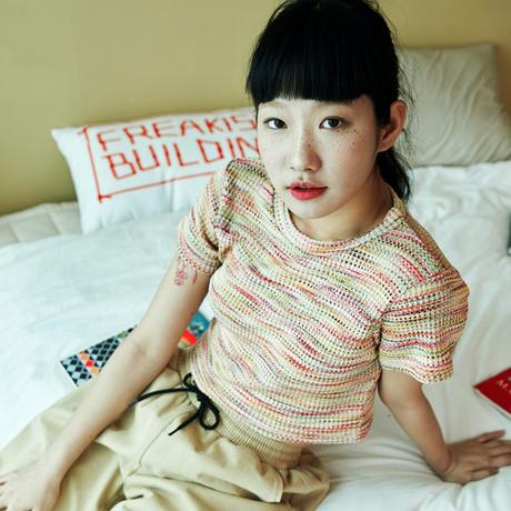 『FREAKISH BUILDING』  マルチカラーワッフルショートスリーブクロップ Tシャツ (Yellow)