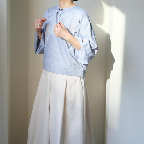 Volume sleeve pullover shirts
