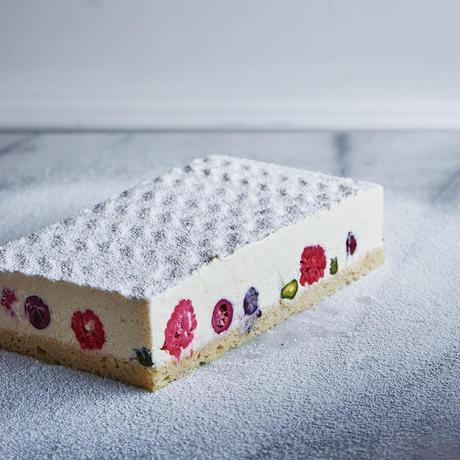 [クリスマス限定 追加20台]ベリーのスノーホワイトアイスケーキ